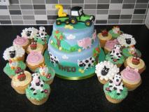 farm-animal-cake-with-cupcakes