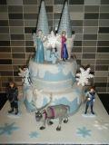 frozen-cake-with-plastic-figures