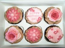 1_cupcakes-burgandy-red-flowers