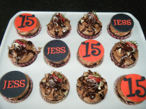 jess-cupcakes-strawb-ganache